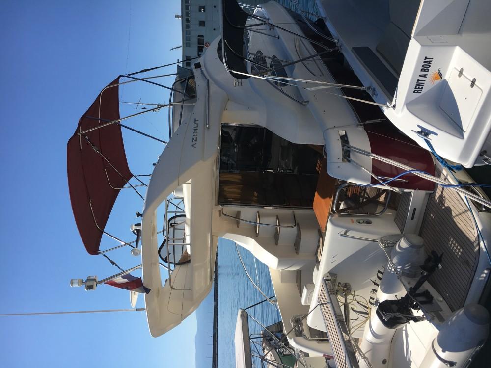 Louer Bateau à moteur avec ou sans skipper Azimut à Pirovac