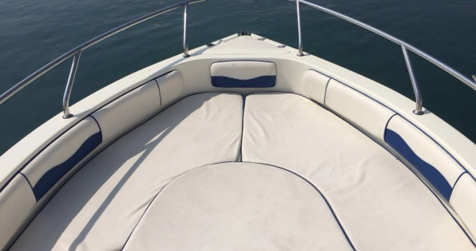 Louer Bateau à moteur avec ou sans skipper Ranieri à Moniga del Garda