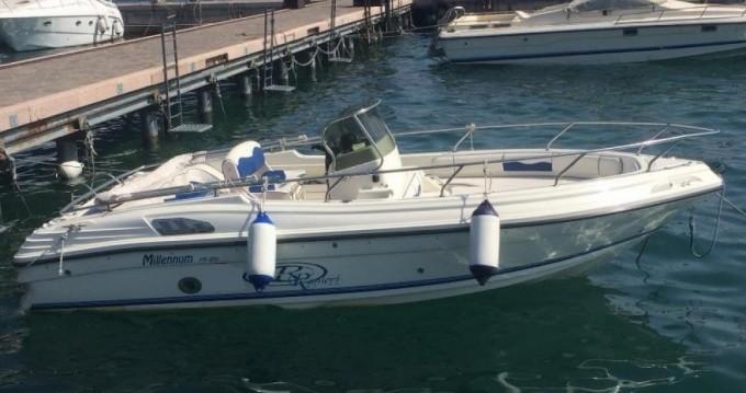 Bateau à moteur à louer à Moniga del Garda au meilleur prix