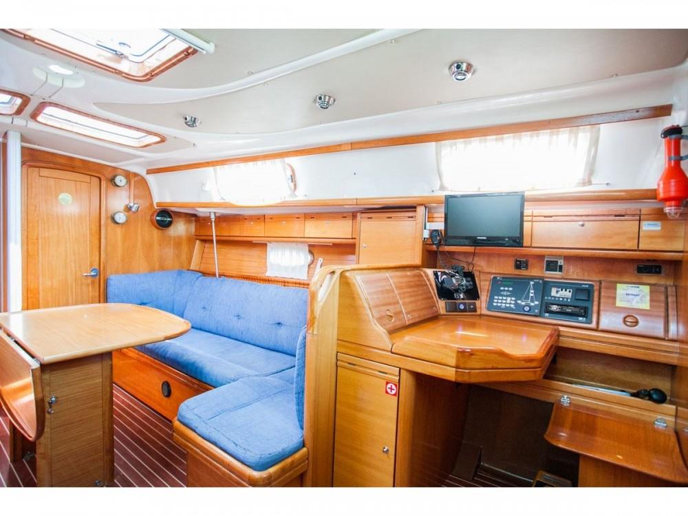 Bavaria Bavaria 37 Cruiser entre particuliers et professionnel à ACI Marina Trogir