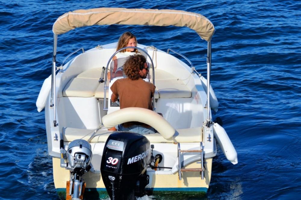 Louer Bateau à moteur avec ou sans skipper Assos Marine à Gaios