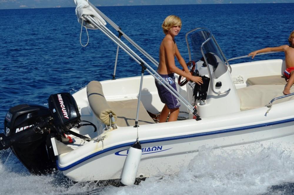 Louer Bateau à moteur avec ou sans skipper Poseidon à Gaios