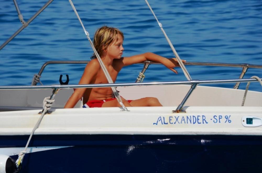 Location Bateau à moteur Yachting Club avec permis