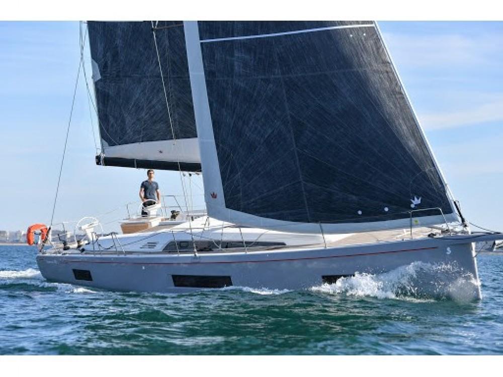Location bateau Cala dei Sardi pas cher Oceanis 46.1 - 3 cab.