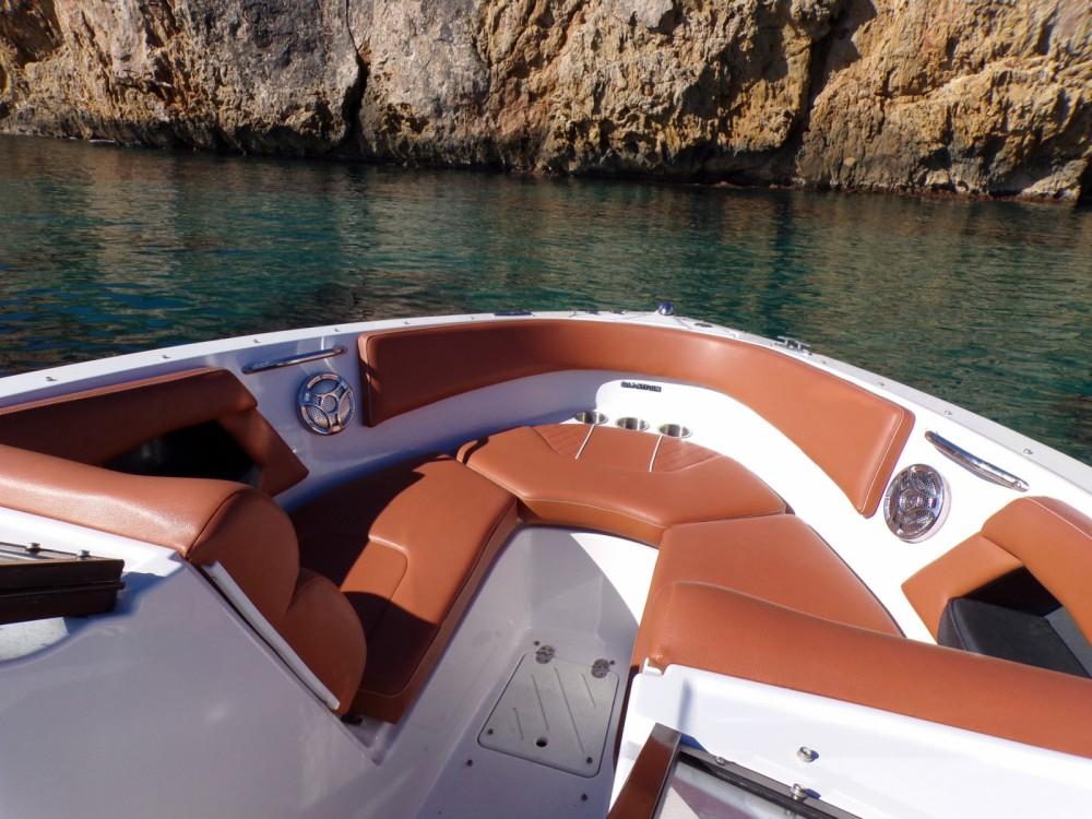 Louez un Glastron GT 245 à Ibiza