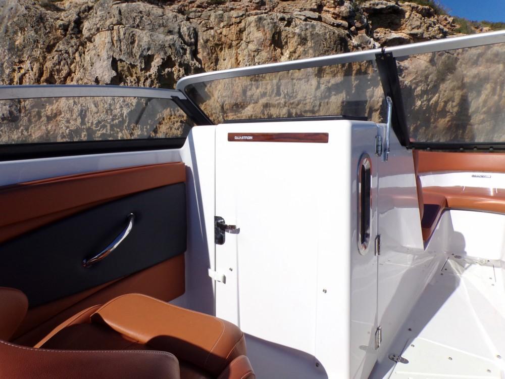 Glastron GT 245 entre particuliers et professionnel à Ibiza