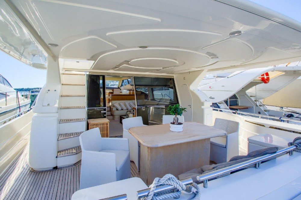Louer Bateau à moteur avec ou sans skipper Ferretti-Yachts-Group à Grad Rijeka
