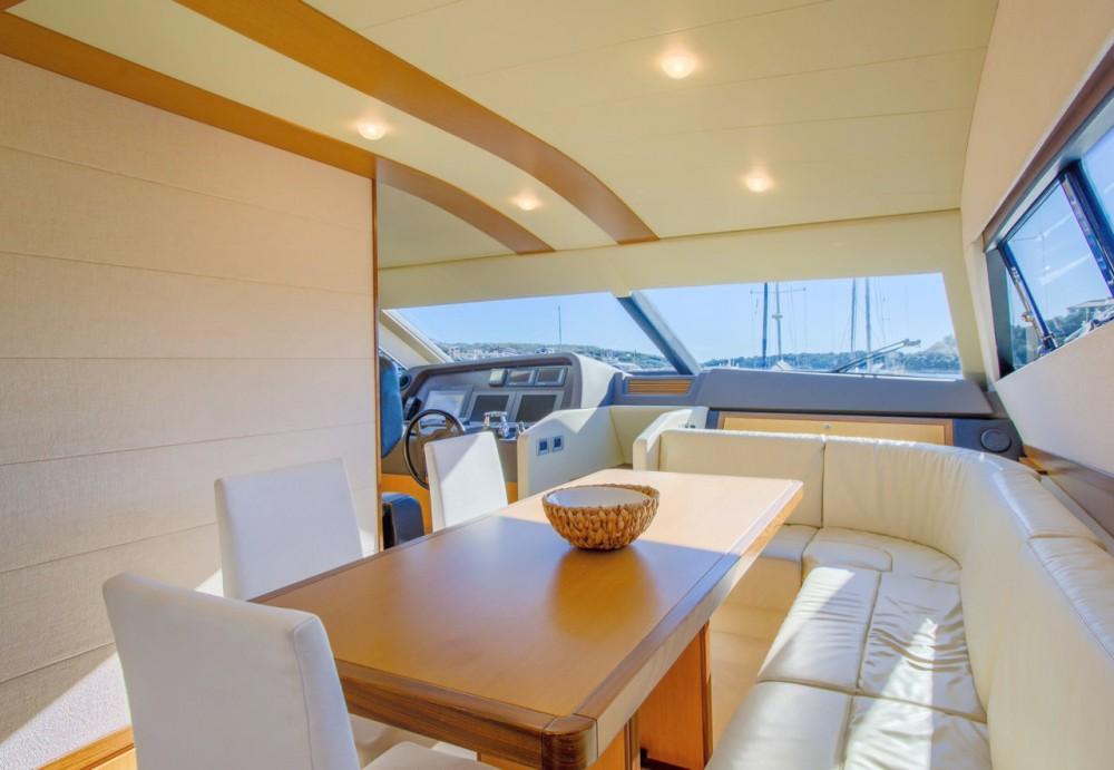 Location Bateau à moteur Ferretti-Yachts-Group avec permis