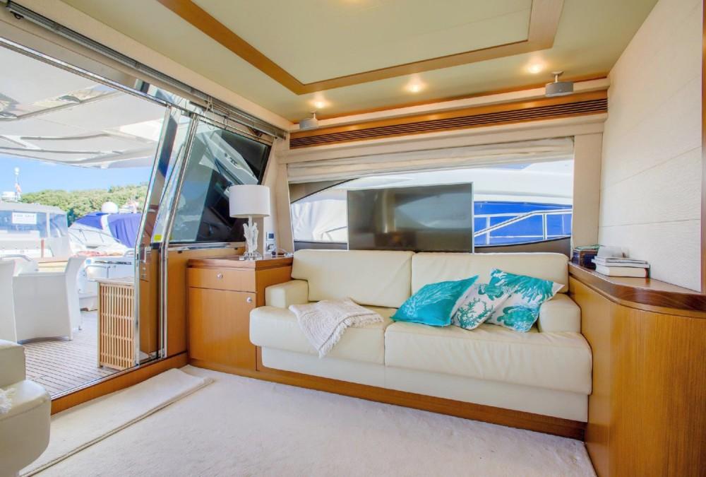 Ferretti-Yachts-Group Ferretti Yachts 681 entre particuliers et professionnel à Grad Rijeka