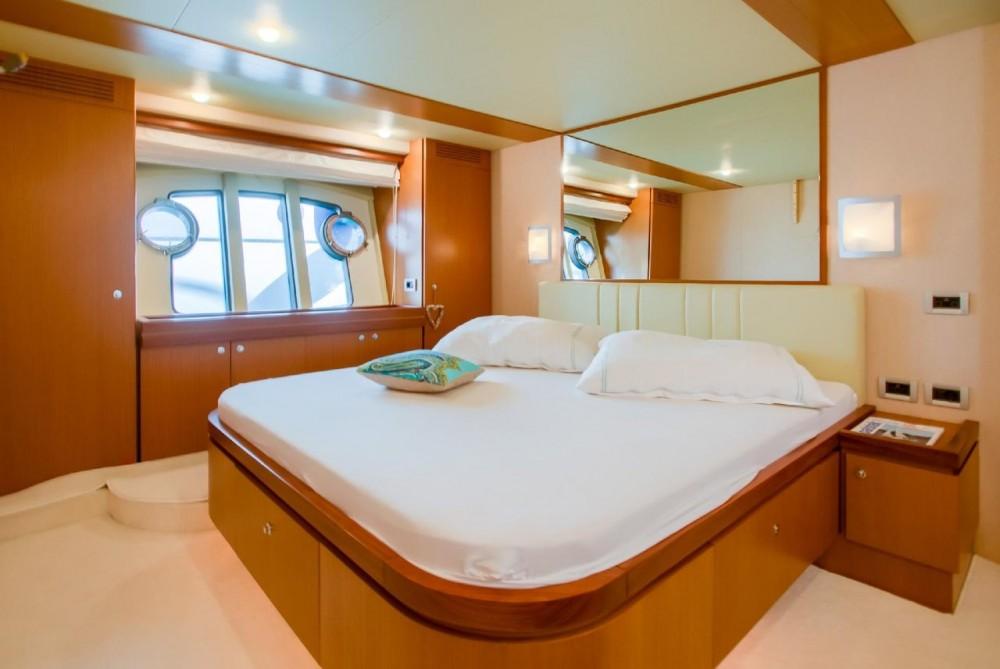 Location bateau Ferretti-Yachts-Group Ferretti Yachts 681 à Grad Rijeka sur Samboat