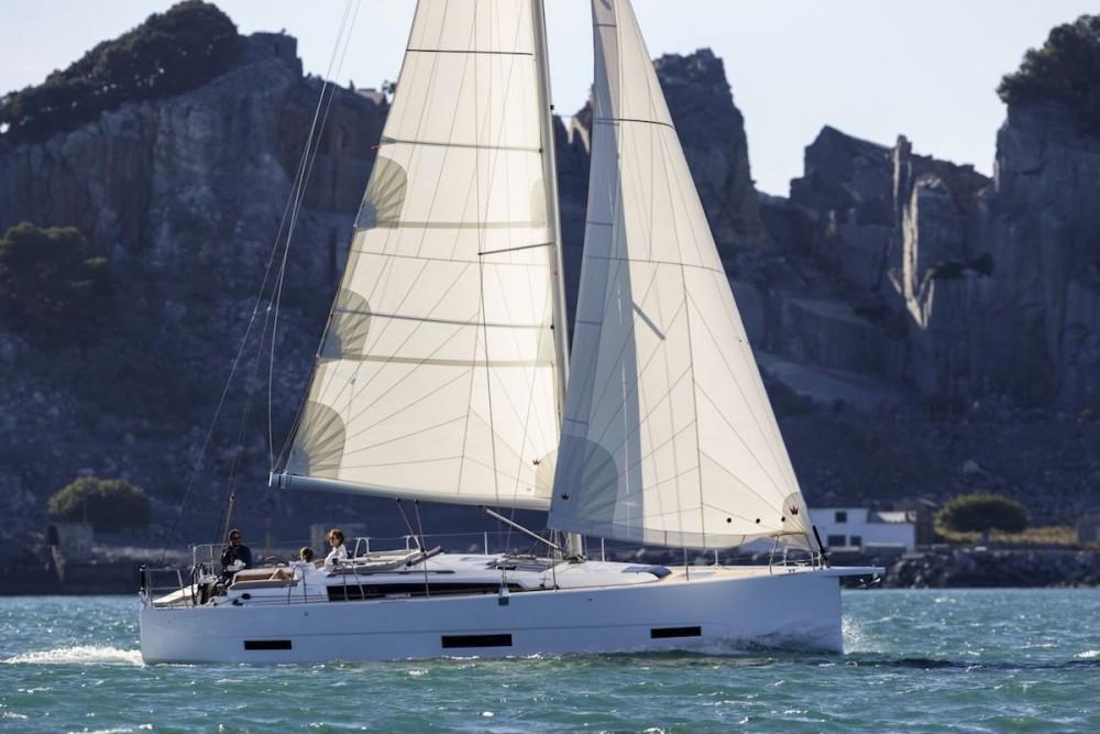 Location bateau Péloponnèse, Grèce occidentale et Îles Ioniennes pas cher Dufour 390