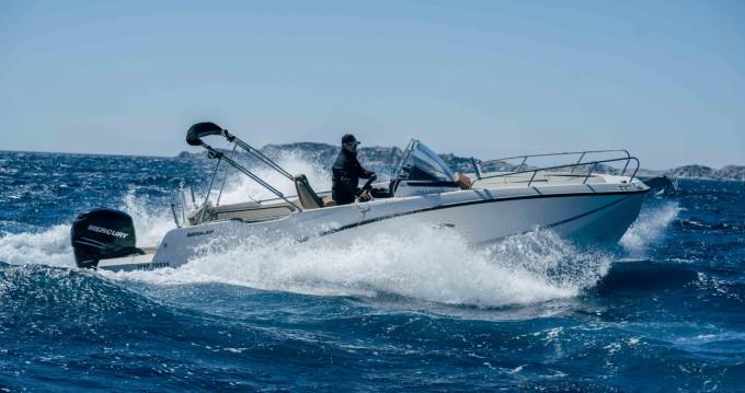 Location bateau Pointe-Rouge pas cher Activ 755 Sundeck
