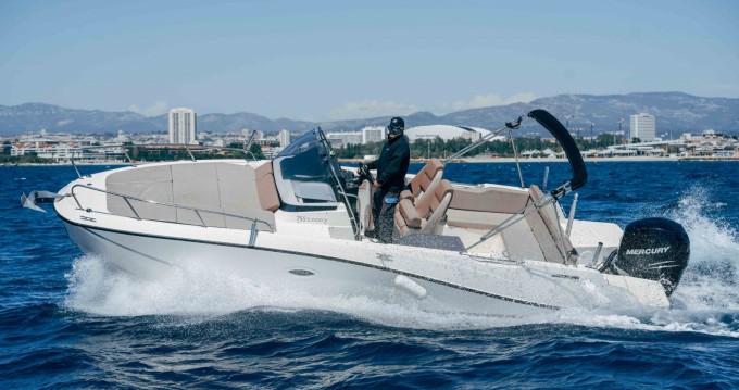 Louer Bateau à moteur avec ou sans skipper Quicksilver à Pointe-Rouge