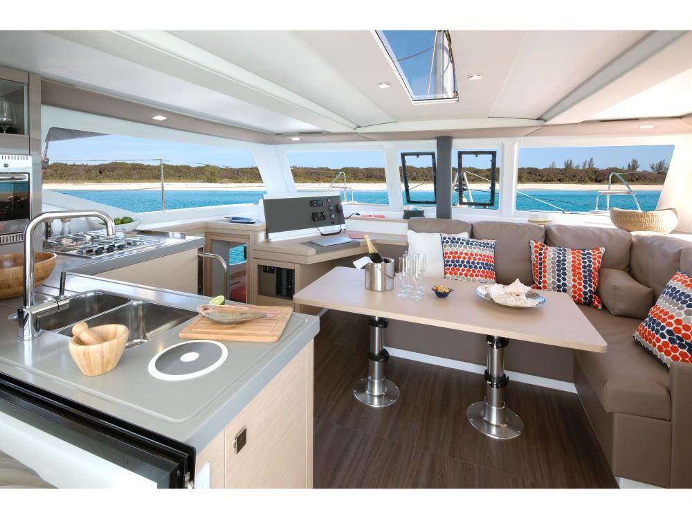Location Catamaran à Mindelo - Fountaine Pajot Lucia 40 (4cab./2hds)