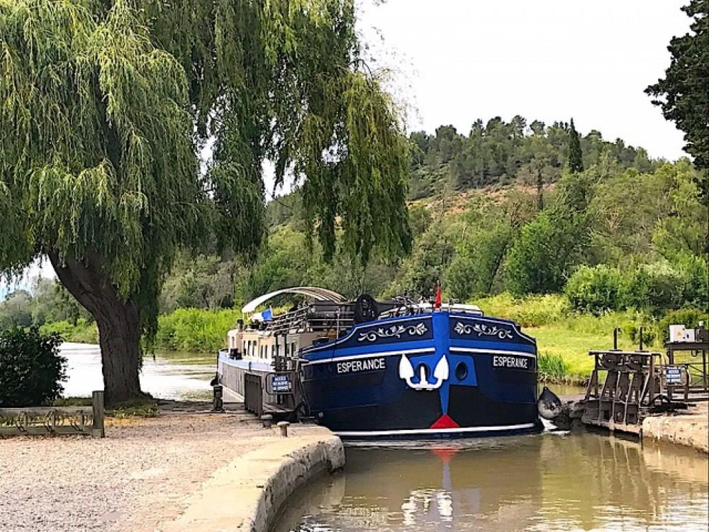 Peniche Canal du midi entre particuliers et professionnel à Carcassonne