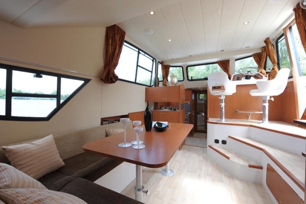 Houseboat Holidays Italia srl Minuetto6+ entre particuliers et professionnel à Casale sul Sile