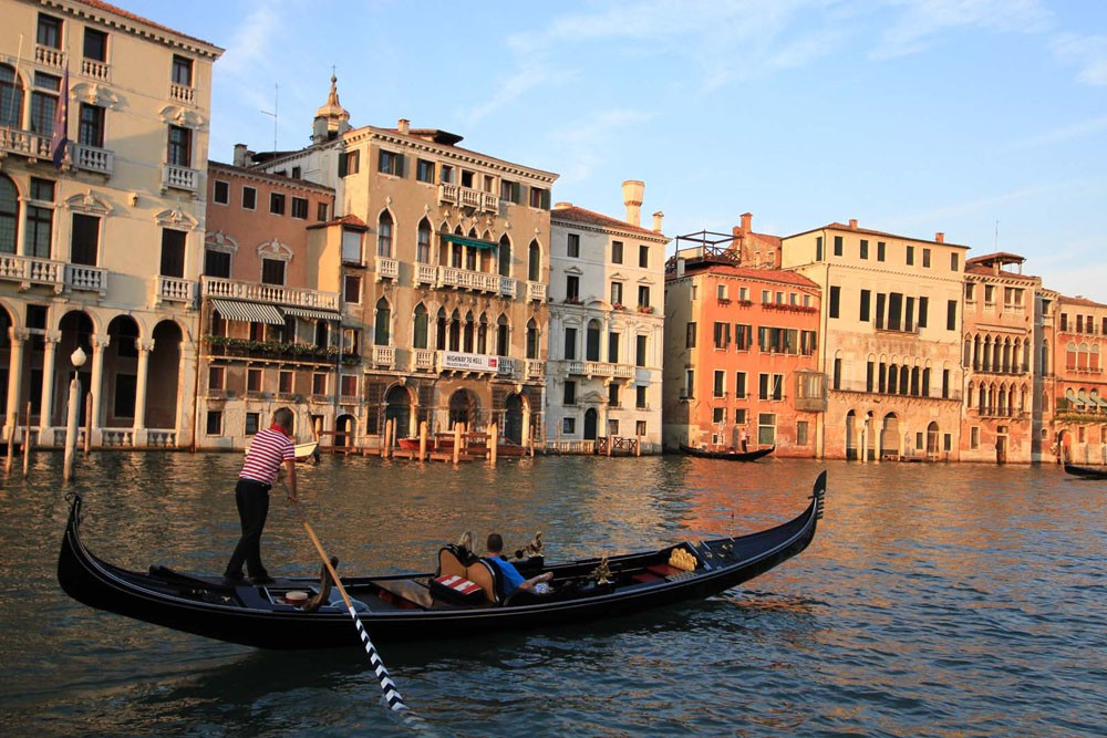 Location Péniche Houseboat Holidays Italia srl avec permis