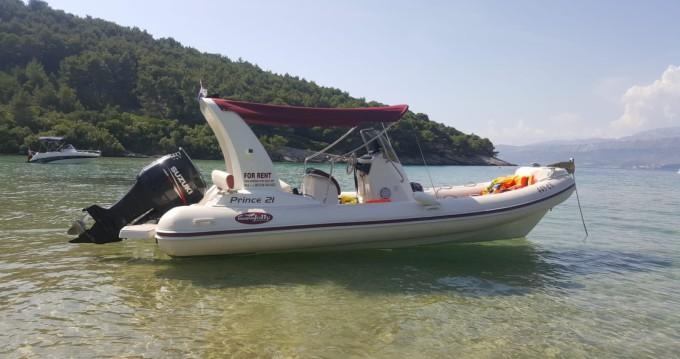 Louer Semi-rigide avec ou sans skipper Nuova Jolly à Duće