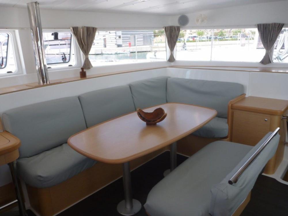 Location bateau Sibenik pas cher Lagoon 421 (4+1 cab.)