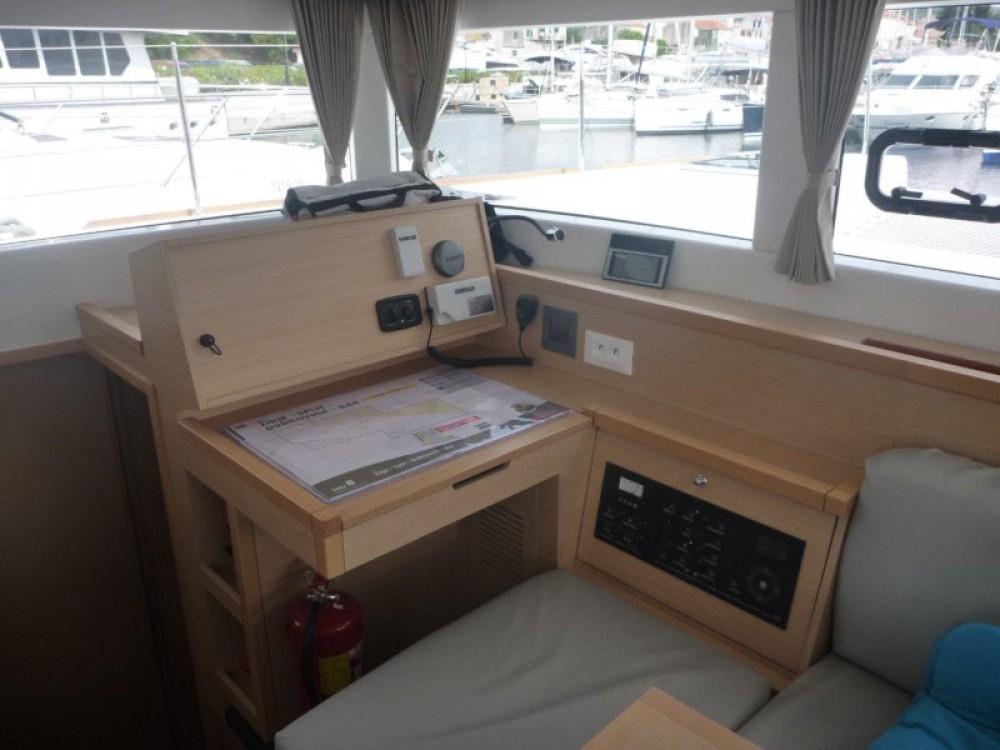 Location Catamaran à  - Lagoon Lagoon 40 (4+2 cab.)