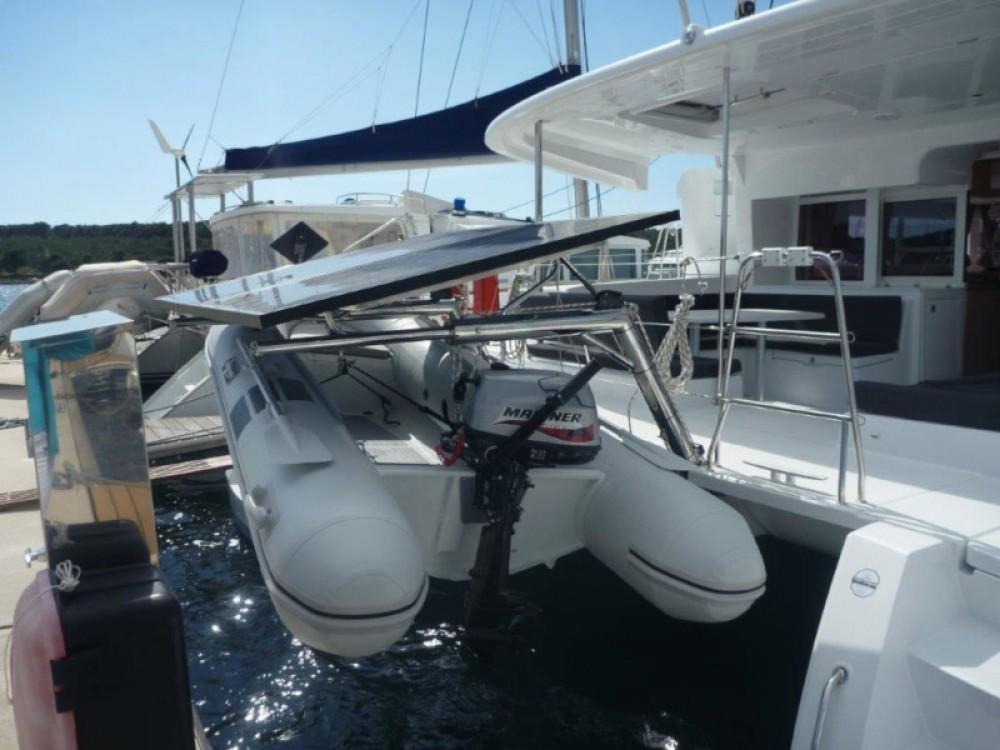 Louez un Lagoon Lagoon 450  Flybridge (4+2 cab.) à Šibenik