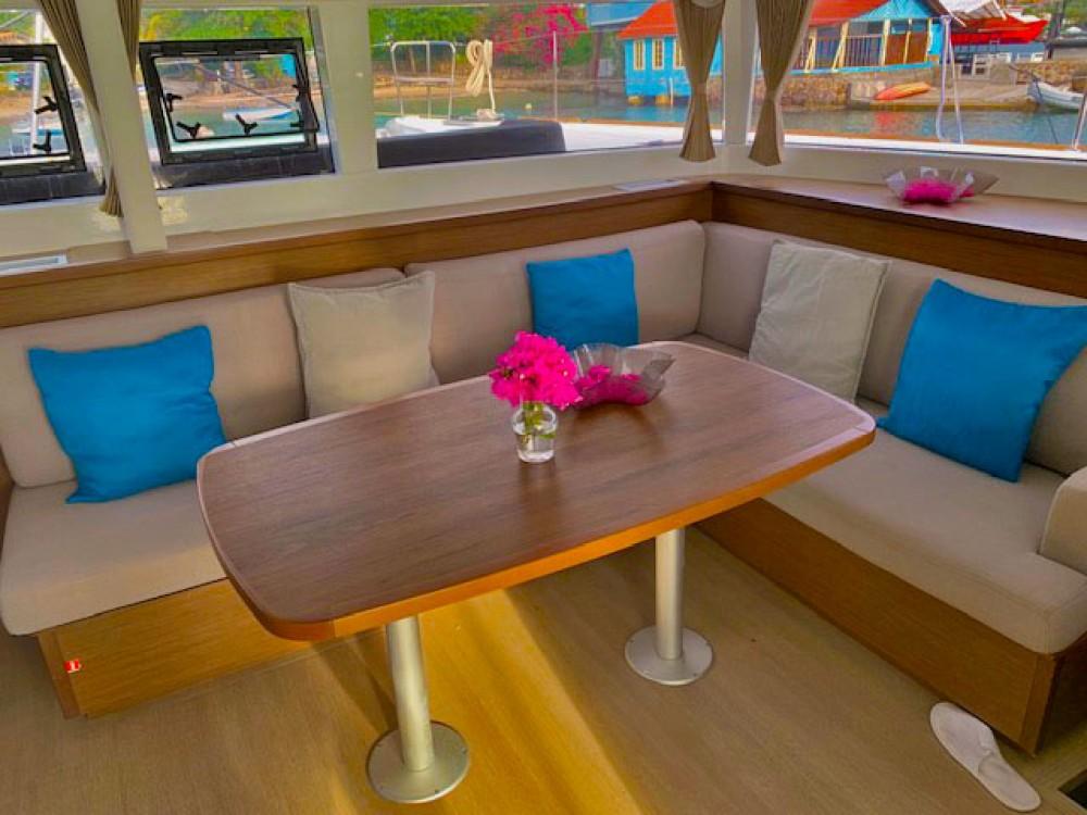 Location bateau Saint-Vincent-et-les Grenadines pas cher Lagoon 450