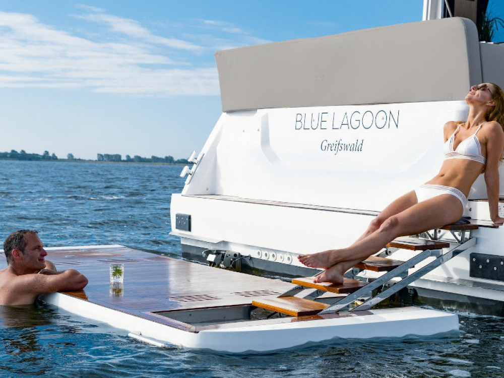 Louer Bateau à moteur avec ou sans skipper Sealine à Pula