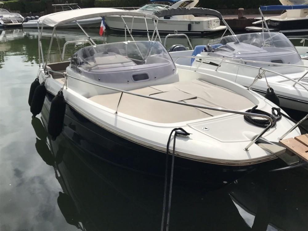 Location bateau Cogolin pas cher Cap Camarat 7.5 WA Serie 2