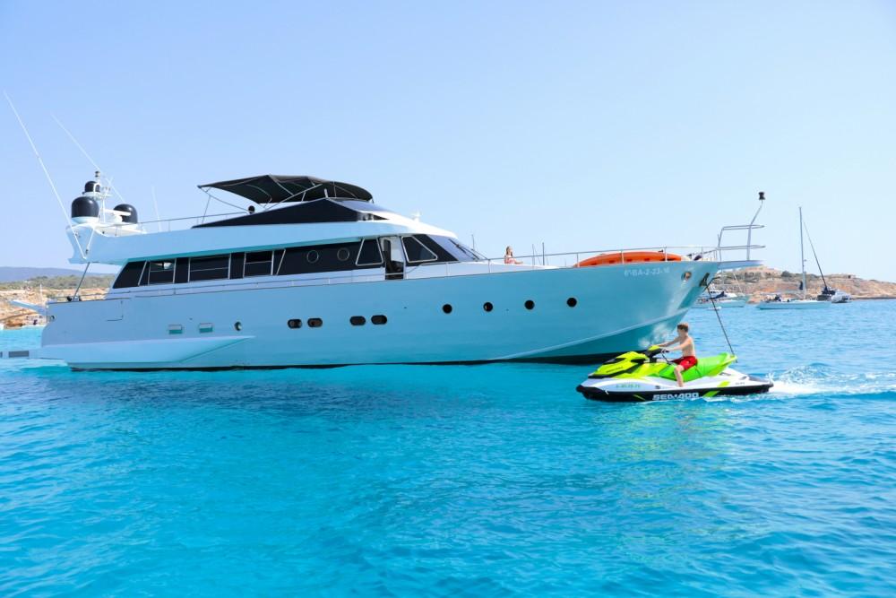 Louer Yacht avec ou sans skipper Baglietto à Ibiza