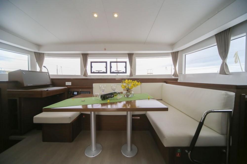 Location bateau Saint-Mandrier-sur-Mer pas cher Lagoon 40