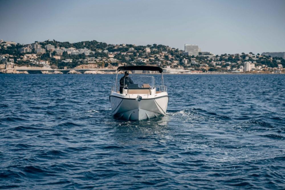 Louez un Quicksilver Activ 675 Open à Marseille