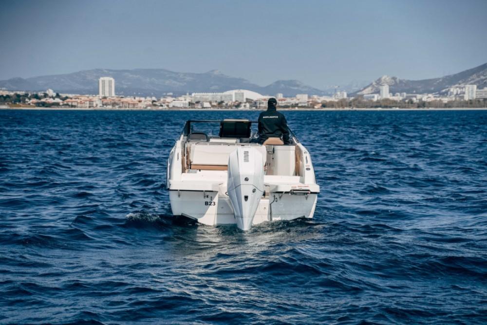 Louer Bateau à moteur avec ou sans skipper Quicksilver à Marseille