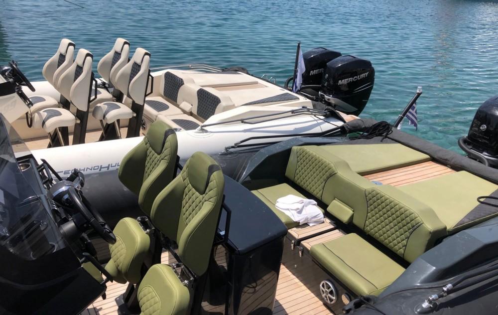 Louer Semi-rigide avec ou sans skipper Technohull à Athènes