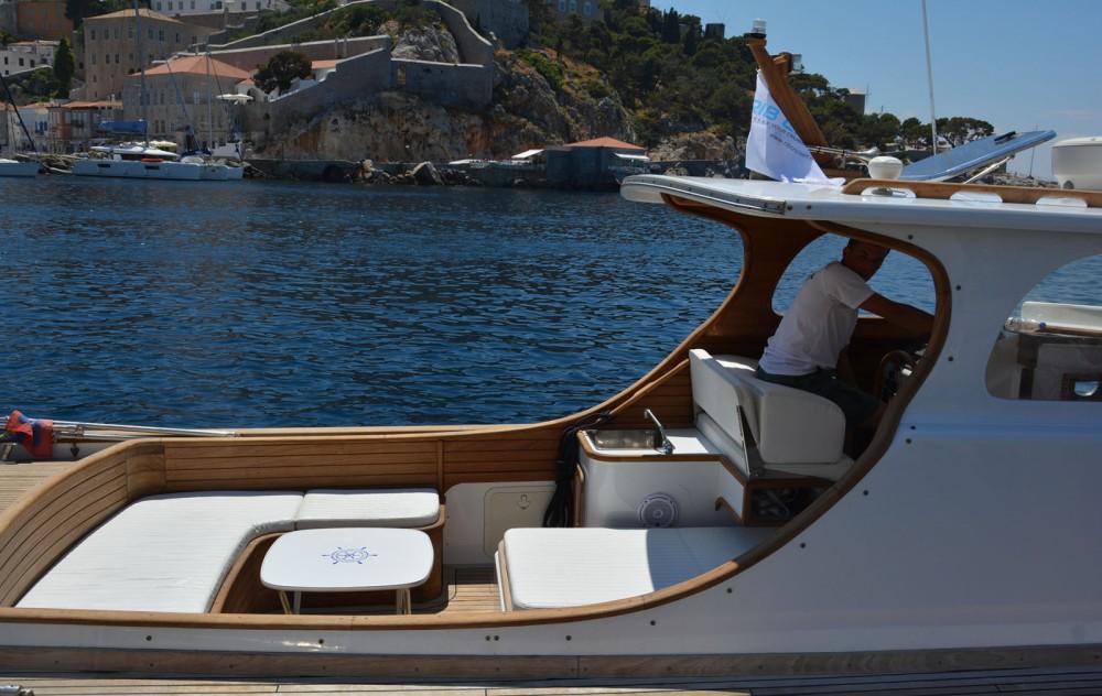 Location yacht à Attique - Custom Made Lobster 38 sur SamBoat