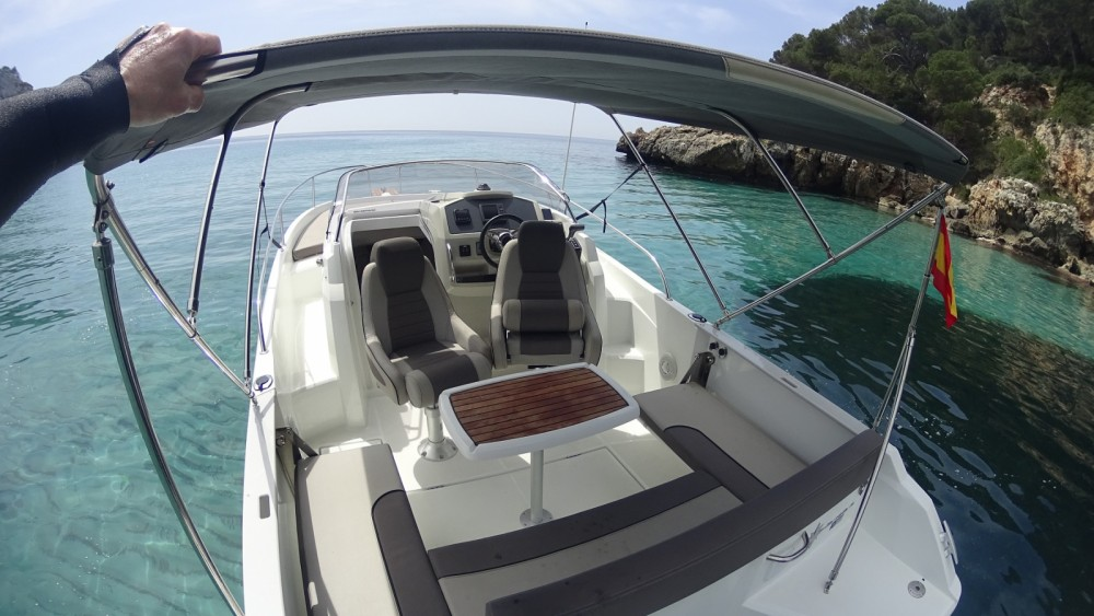 Location bateau Citadelle pas cher Cap Camarat 7.5 WA Serie 2