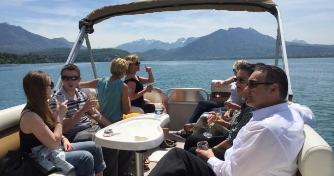 Location bateau Sun Tracker Party Barge 24 DLX à Annecy sur Samboat