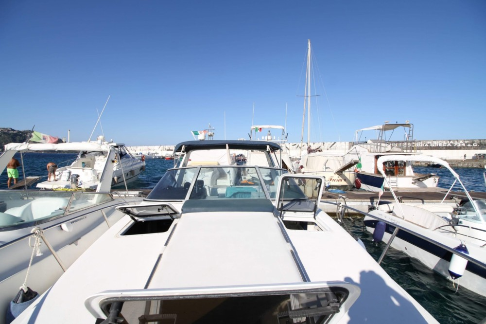 Louez un Chaparral 350 à Giardini-Naxos