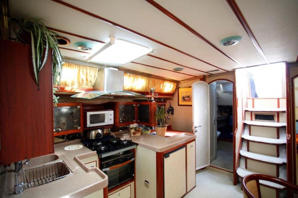 Location bateau Marina de Alimos pas cher Ocean Yachts Custom built Luxury