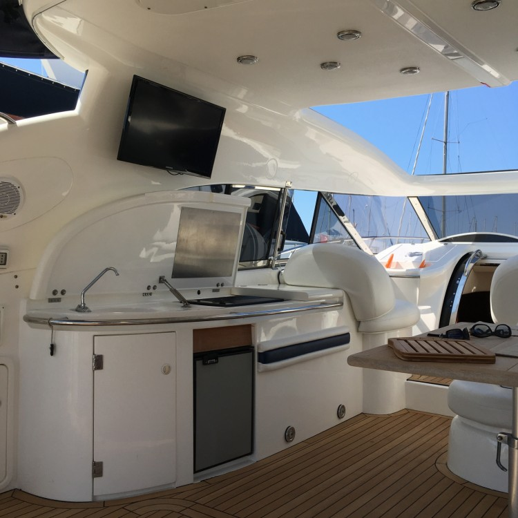 Louer Bateau à moteur avec ou sans skipper Sunseeker à Cannes