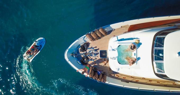 Location bateau Saint-Tropez pas cher Mondomarine 82