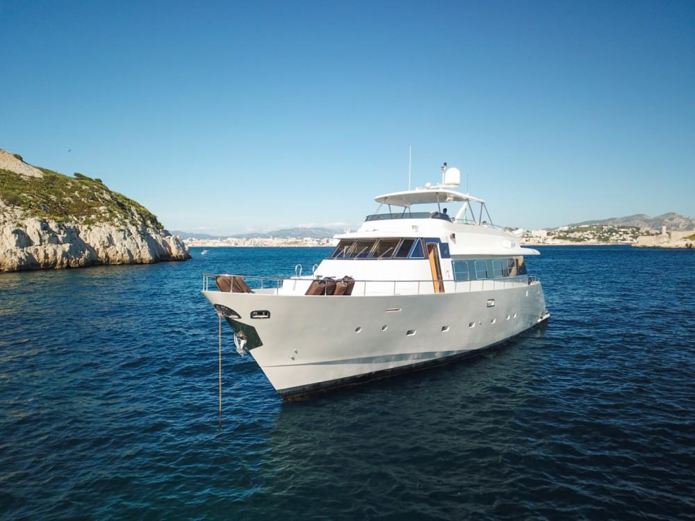 Trawler Yacht entre particuliers et professionnel à Cannes