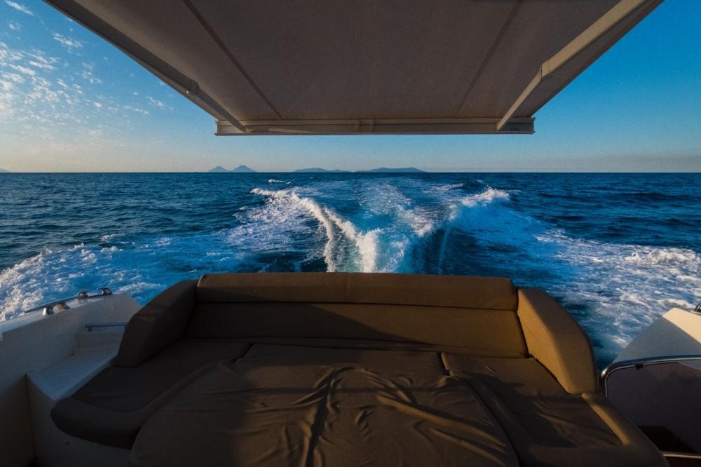 Location bateau Jeanneau Prestige 500 S à Capo d'Orlando sur Samboat