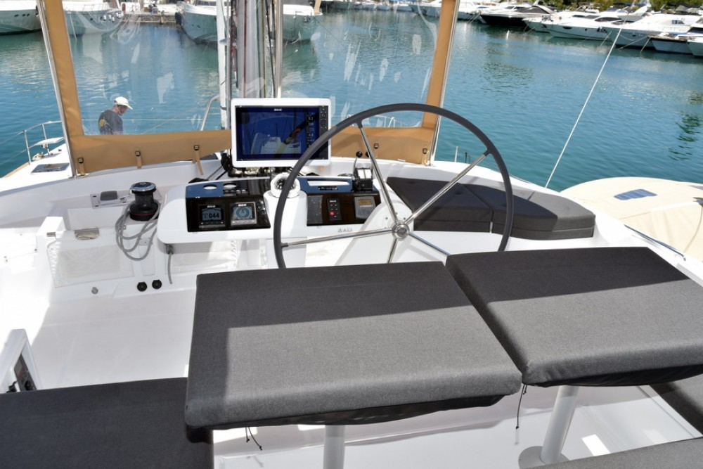 Location bateau La Spezia pas cher Lagoon 52
