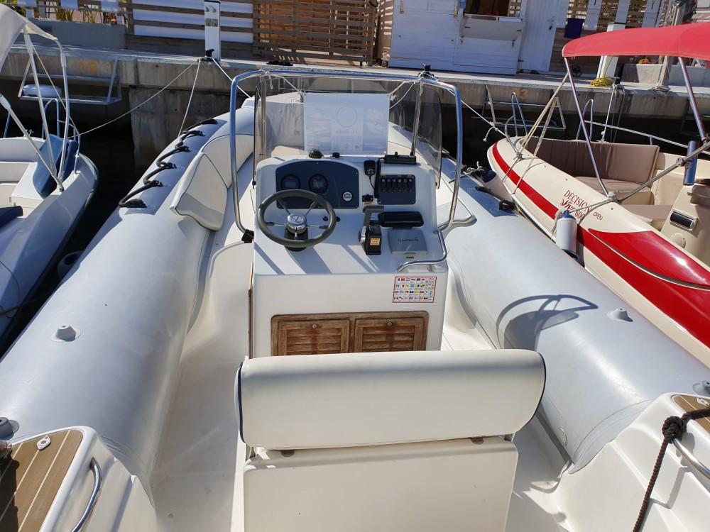 Louer Semi-rigide avec ou sans skipper Capelli à Torrevieja