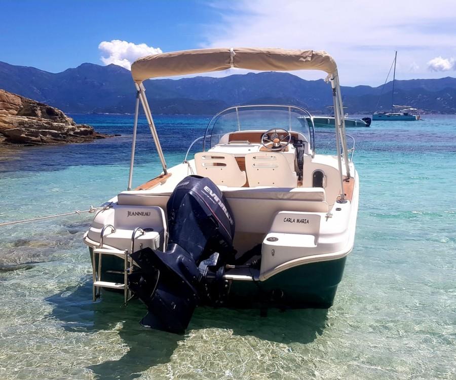Location bateau Jeanneau Cap Camarat 5,45WA à Saint-Florent sur Samboat