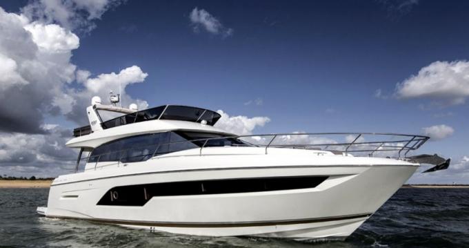 Louer Bateau à moteur avec ou sans skipper Prestige à Estepona