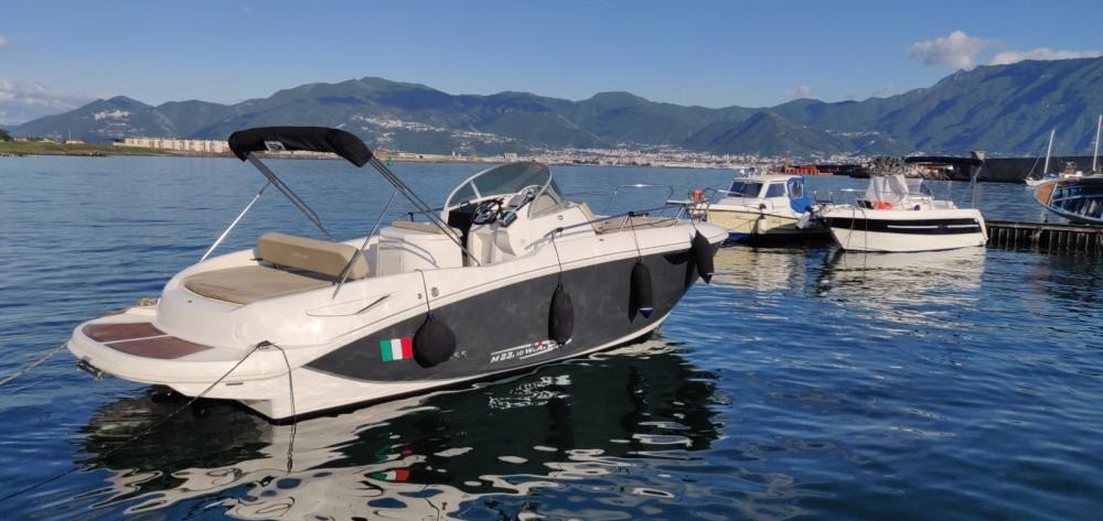 Louer Bateau à moteur avec ou sans skipper Mano Marine à Naples