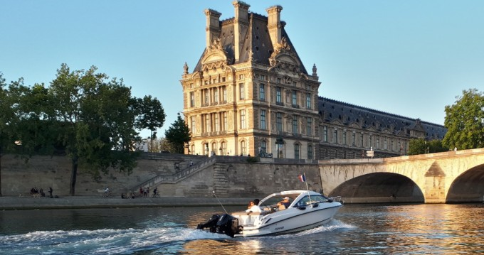 Location bateau Flipper 700 ST à Paris sur Samboat