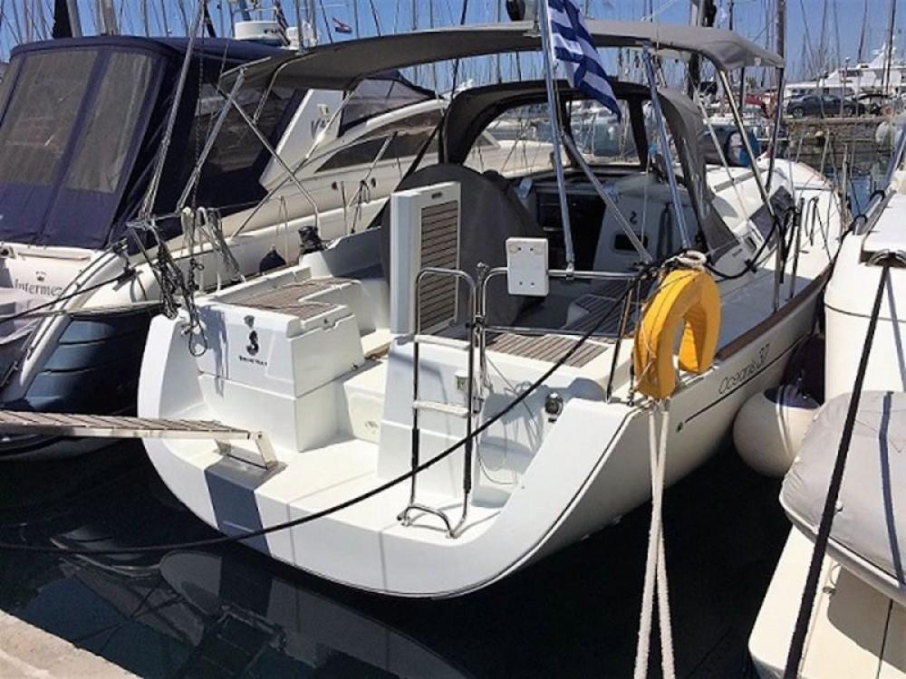 Bénéteau Oceanis 37 entre particuliers et professionnel à Marina de Alimos