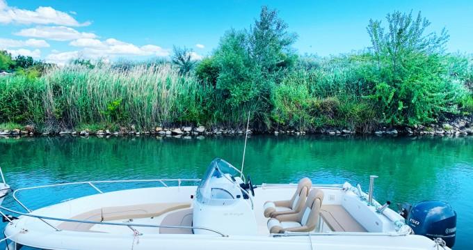 Louer Bateau à moteur avec ou sans skipper Jeanneau à Mauguio